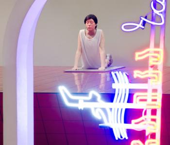 Выставка Андро Векуа «Дельфин в фонтане»