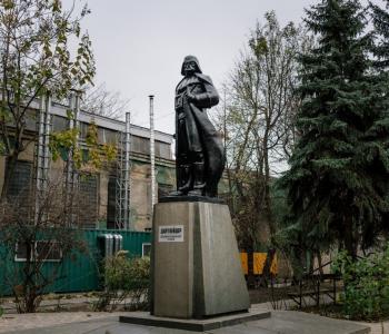 Выставка «PHOTOBBOKFEST 2018: В поисках Ленина. Нильс Акерманн и Себастьен Гобер»