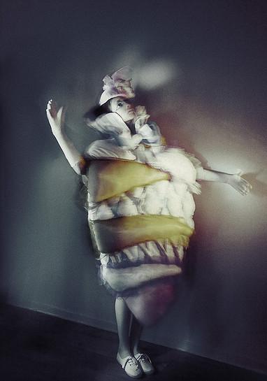 Перформанс фэшн арт дизайнера Венеры Казаровой «Пока кричат совы»
