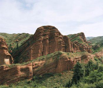 Между небом и озером Иссык-Куль: 100 взглядов на Кыргызстан